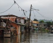 Informal settlements around Laguna Lake near Manila in the Philippines (Photo: Arlynn Aquino EU/ECHO, Creative Commons via Flickr)