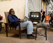 Paposh Nagar, Karachi. 'Living room' on the street -  © Fareena Chanda 2010