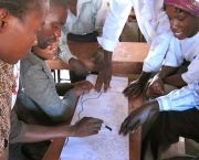 Community mapping in Mtandire informal settlement, Malawi. Federations of the urban poor can help residents to identify and communicate their development priorities (Photo: SDI, Creative Commons via Flickr)
