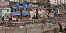 Informal settlements lining the railway tracks in Mumbai (Photo: gloogun, Creative Commons via Flickr)
