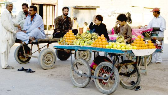 Street vendors in Karachi (Photo: Fareena Chandra/IIED)